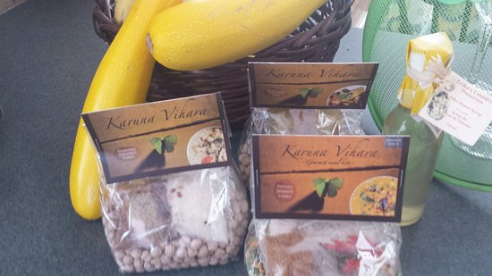 Nanaimo, كندا: Cedar Market-a small sampling!