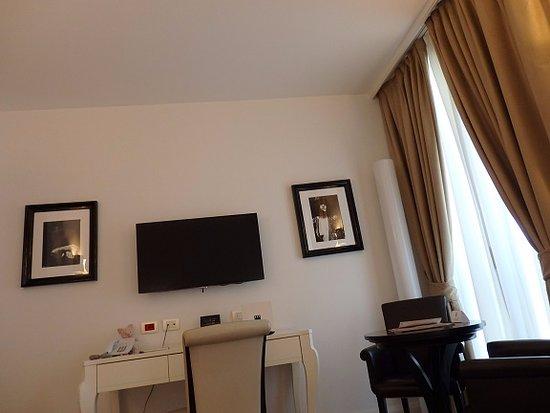 UNA Maison Milano: 白基調のスッキリした室内
