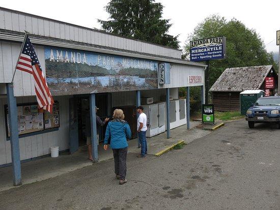 Amanda Park, WA: La tienda cerquita del restaurant