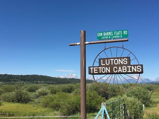 Luton's Teton Cabins : The entrence