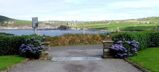 Calafont Portmagee Bed & Breakfast: Looking from Calafont across to Valentia Island