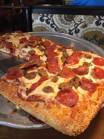 The Pepperoni The Sausage And Most Of All The Sesame Seed Crust Picture Of The Original Cottage Inn Ann Arbor Tripadvisor