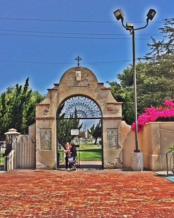 Mission San Gabriel Archangel: Entrance to the cemetery.