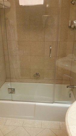 Four Seasons Hotel Houston: Bath