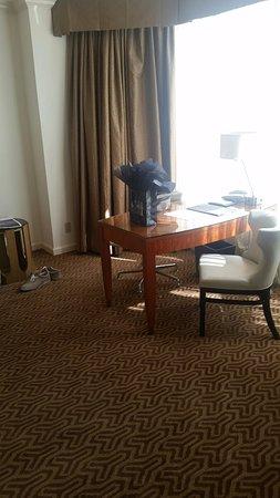 Four Seasons Hotel Houston: Desk