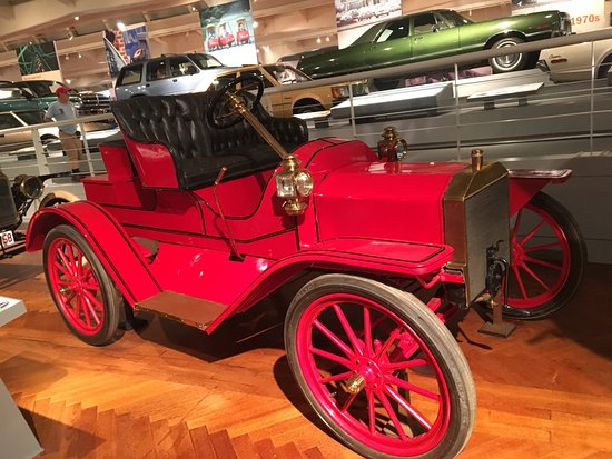 Ford Rouge Factory Tour: early 1900s car