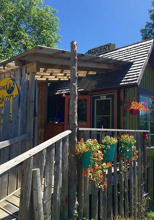 Bruce Peninsula, Canada: Cool surroundings to a cool bakery