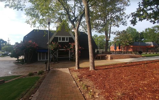 Anniston, AL: View of the carriage house - this is where you check-in.