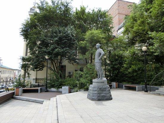 Yul Brynner Monument