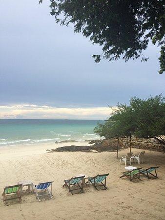 Baan Thai Sang Thian Resort : หาดส่วนตัวหน้ารีสอร์ทสวยงามมากค่ะ