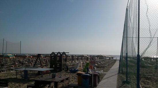 Bagno oasi 67 pinarella restaurant bewertungen fotos - Bagno italia giuliana ...