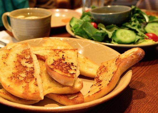 Nando's Chicken: Yum...Garlic bread