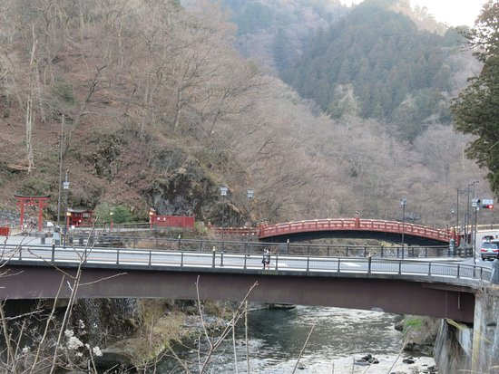 Shinkyo: Roads around the bridge --- could be a lot of traffic