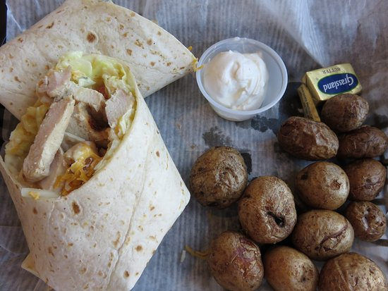 Oconto Falls, Висконсин: Grilled chicken wrap with baby bakers
