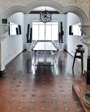 Condesa Haus: the bright breakfast area