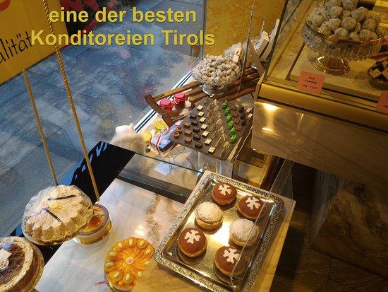 Konditorei - Cafe Valier: Schaufensterinhalt