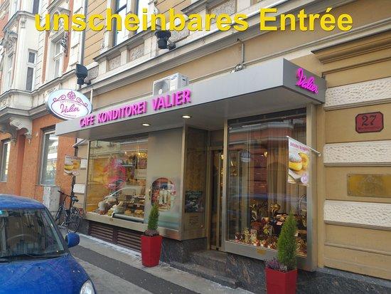 Konditorei - Cafe Valier: unscheinbarer Eingangsbereich