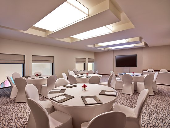 Meeting Room Round Table Setup Picture Of Manzil Downtown Dubai - Conference table setup