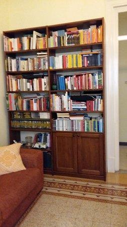 Piccola Sicilia Ragolia : Piccola Sicilia: una libreria,anch'essa, troppo interessante