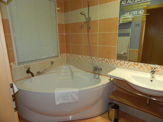 hele mooie badkamer - Picture of Primus Grand Hotel, Ptuj - TripAdvisor
