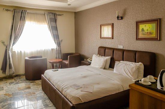 3J's Hotels : DELUXE ROOM