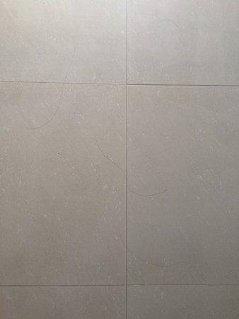 Napalai Resort & Spa: Mangelhafte Sauberkeit, zudem dreckige und kaputte Wände