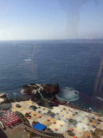 Madeira Regency Cliff: View of lido below hotel