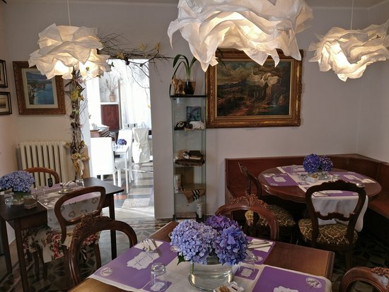 Bed and Breakfast Storico: Room where breakfast is serverd.
