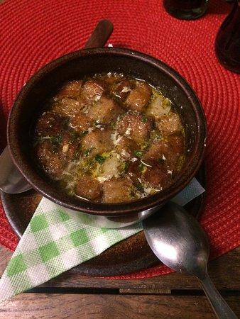 Steak House Highlander: la sopa de ajo impresionante y el salmón con verduras me ha gustado mucho aunque un minuto quizá