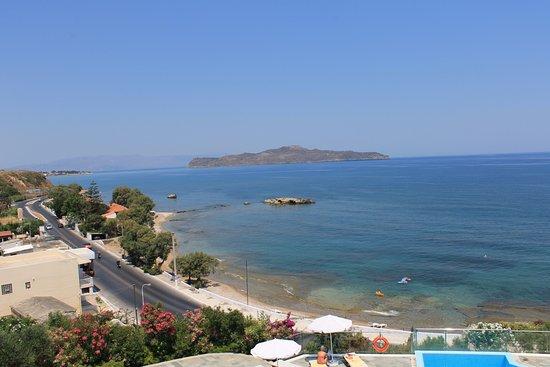 Panorama Hotel - Chania: Widok z tarasu przy basenach