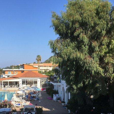 Grannpoolen på hotell Paradise