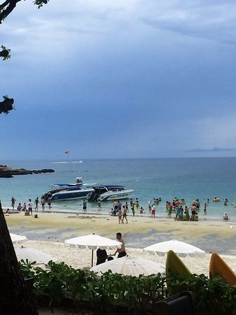 Sai Kaew Beach Resort: Too many power boats and jet skis to make it safe for swimming