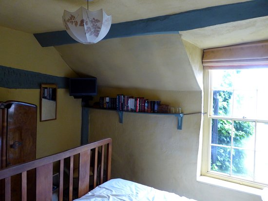 Old Time Bed & Breakfast: cosy cruck room