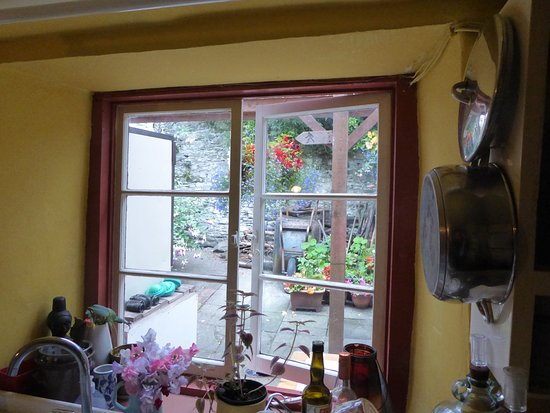 Old Time Bed & Breakfast: view from the kitchen window