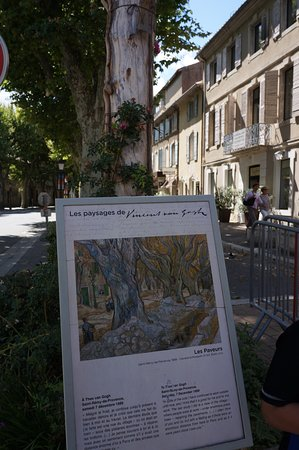 Parcours Vincent van Gogh : In the town... Many copies of Van Gogh's work with snippets from his letters and journals