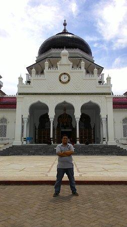 Tampak Depan Masjid Raya Baiturrahman Foto Van Baiturrahman