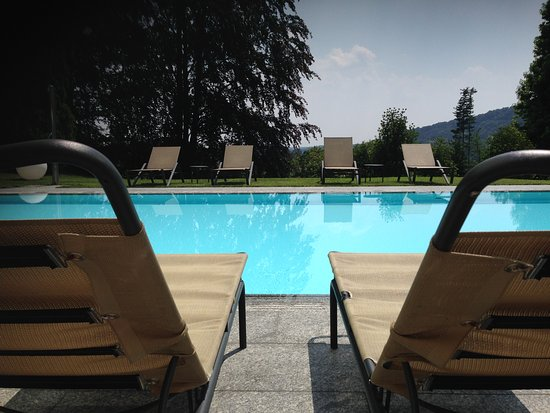 Albese con Cassano, Italia: Swimmingpool of Il Montesino bed and breakfast