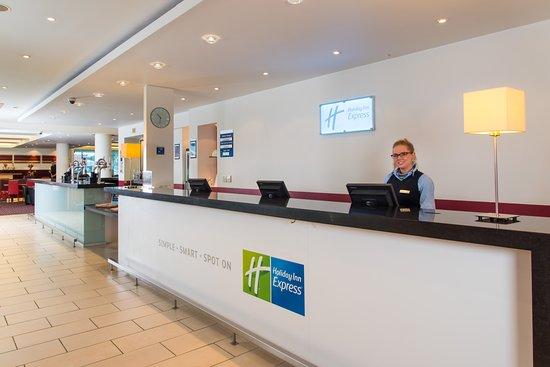 Holiday Inn Express Newcastle City Centre: Reception