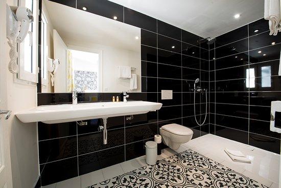 Hotel des Batignolles: Salle de bain