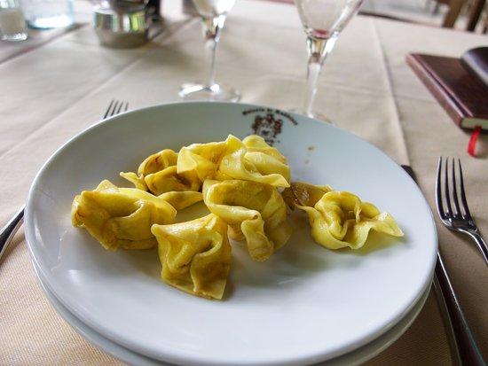Nonantola, Italia: Pastanyytit, toinen alkupaloista. Herkkua. Ei voi jättää syömättä.