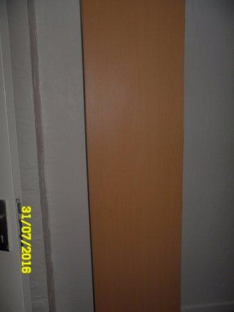 Waters Edge: Wardrobe with no door handle (just empty screw holes)