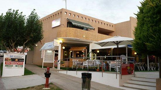 Son Bou, Spanyol: Restaurant von der Straßenseite