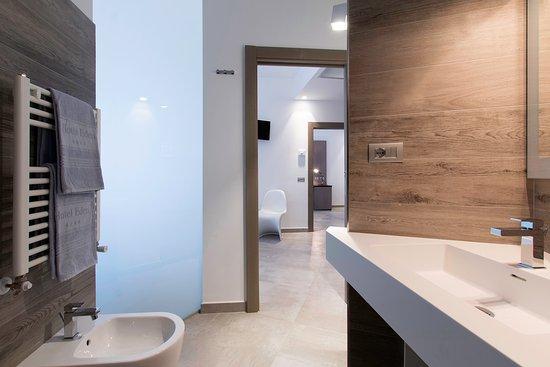 Hotel Eden: bagno camera comunicante superior