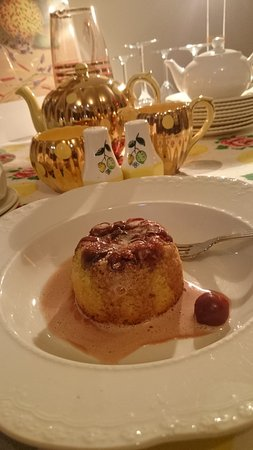 Macclesfield, Αυστραλία: cherry puddings with pink cream
