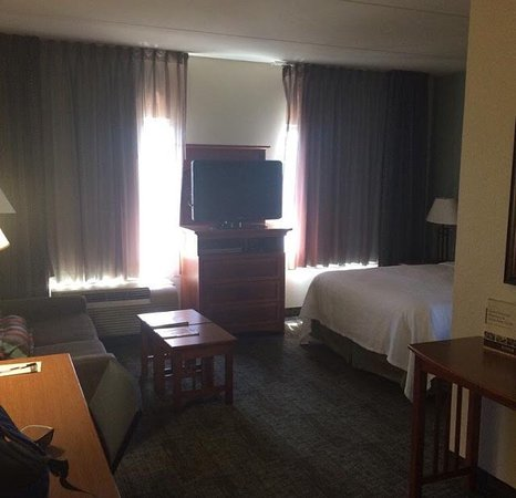Staybridge Suites Chattanooga Downtown: Very Spacious room at the downtown Chattanooga Staybridge Suites