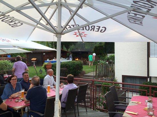 Heimbuchenthal, Deutschland: kleine Feuereinlage zum Abschlus des Grillens