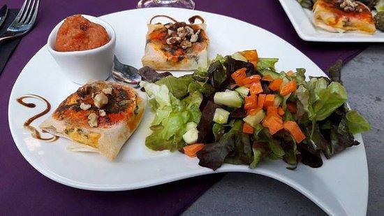 feuillet s au ch vre sorbet tomate basilic picture of le cafe des baux les baux de provence. Black Bedroom Furniture Sets. Home Design Ideas