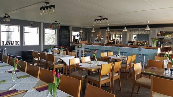 Wyton, UK: The riverside bar and restaurant