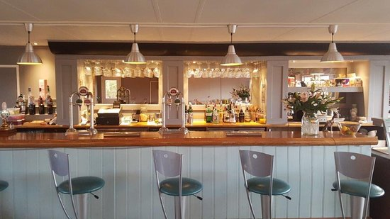 Wyton, UK: The bar