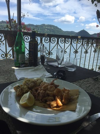 San Maurizio d'Opaglio, İtalya: Best view of Lago Orta with super atmosphere and really lovely food 😍